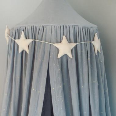 Ekskluzywny baldachim nad łóżeczko, wykonany z eleganckiego, najwyższej jakości muślinu bawełnianego.