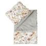 Piękny i elegancki zestaw pikowanej pościeli z wypełnieniem – kołderka z ozdobną wypustką oraz poduszka z falbanką.