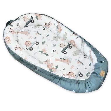 Kokon niemowlęcy, wykonany z wysokogatunkowej bawełny z pięknym wzorem Safari. lWY, JEEPY, PALMY