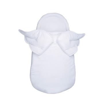 Śpiworek, becik niemowlęcy/ dla noworodka w kolorze białym ze skrzydłami.