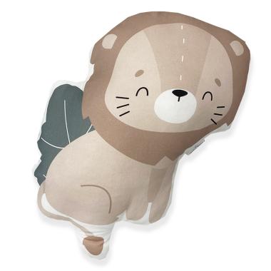 Dwustronna, puszysta poduszka w kształcie lwa, wykonana z miękkiej bawełny, wypełniona antyalergiczną włókniną.