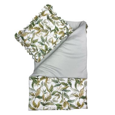 Amazonia_Piękny i elegancki zestaw pikowanej pościeli niemowlęcej  z wypełnieniem – kołderka z ozdobną wypustką oraz poduszka z falbanką.