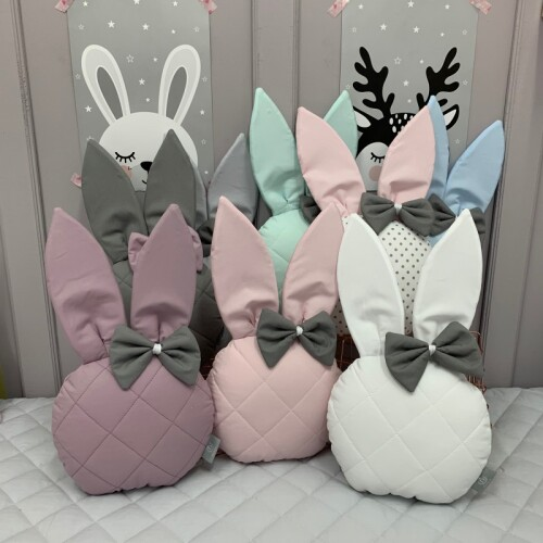 Ozdobna poduszka z uszami króliczka w średniej wersji M