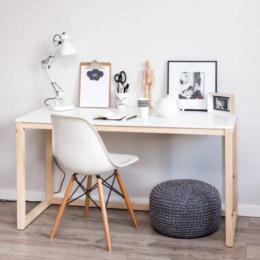 b-des3-minimalistyczne-drewniane-biurka-z-bialym-blatem (1)