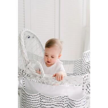Ozdobny organizer/ przybornik na łóżeczko dziecięce we wzór małych trójkątów.