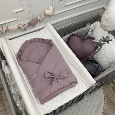 szaro-lawendowy rożek dla noworodka/niemowlęcy z falbanką. Wyprawka do szpitala.