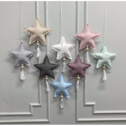 Śliczne zawieszki w kształcie gwiazdek o wielkości 15cm.