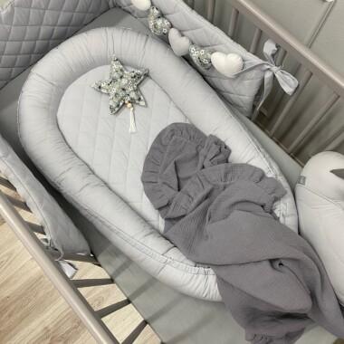 pikowany--kokon-porcelanowo-szary-gniazdko do spania dla noworodka