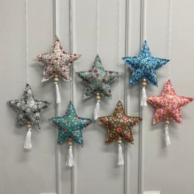 zawieszka-gwiazdka-w-kwiatki-z-koralikami