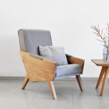 Duży wygodny fotel szary uszak drewniany skandynawski minimalistyczny