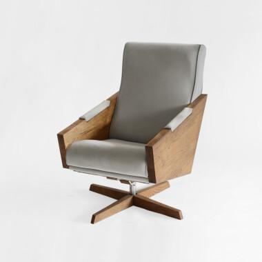 Wygodny obrotowy fotel w stylu skandynawskim minimalistycznym design  -fotel z drewnem