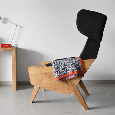Wygodny, duży, komfortowy, minimalistyczny fotel uszak. Czarny fotel do salonu, pomarańczowy fotel, czerwony fotel, zielony fotel.