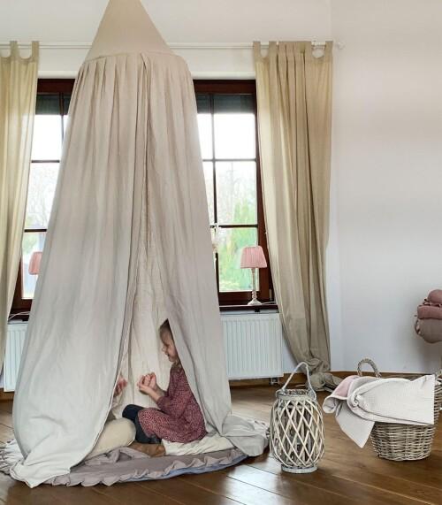 Lniany Zakątek – muślinowy baldachim do pokoju dziecięcego  sepia