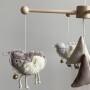 Owieczki – karuzela do łóżeczka z obrotową pozytywką (lniany zakątek)