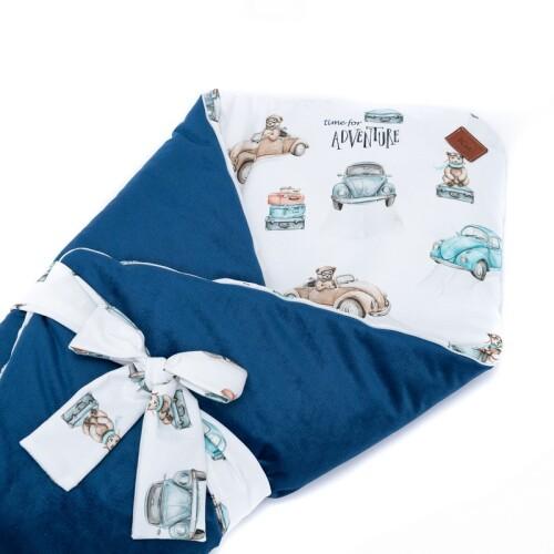 Dwustronny rożek niemowlęcy wykonany jest ręcznie z bawełny premium oraz miękkiego i miłego w dotyku materiału velvetu gładkiego. Granatowy.