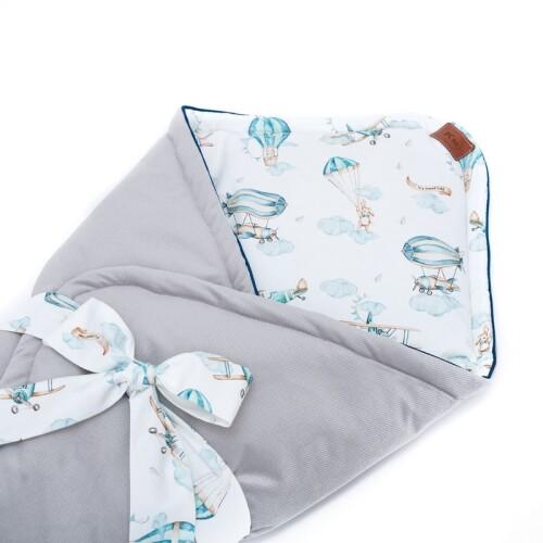 Dwustronny rożek niemowlęcy wykonany jest ręcznie z bawełny premium oraz miękkiego i miłego w dotyku materiału velvetu gładkiego.Szary.
