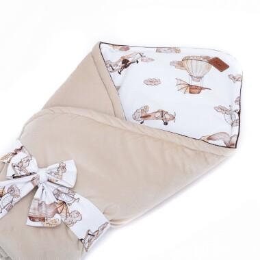 Dwustronny rożek niemowlęcy wykonany jest ręcznie z bawełny premium oraz miękkiego i miłego w dotyku materiału velvetu gładkiego. Beżowy z kokardą.