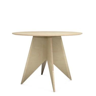 Nowoczesny minimalistyczny drewniany okrągły stół wykonany ręcznie ze sklejki - trwałego i naturalnego materiału