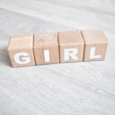 Kostki/ klocki drewniane z napisem dla dziewczynki- prezent dla niemowlaka.
