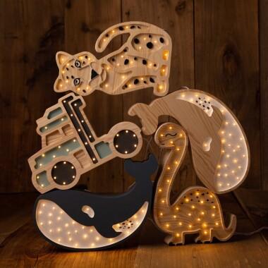 Lampa Lights My Love Wieloryb wykonana jest ręcznie z dbałością o każdy szczegół. Ciepłe światło pozwoli wyciszyć malucha przed snem